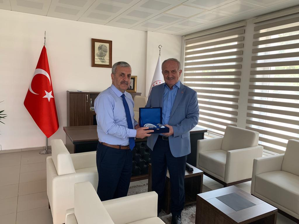 İlimiz Derince İlçesi Belediye Başkanı Sayın Zeki AYGÜN İl Müdürümüz Ahmet KIRILMAZ'ı ziyaret etti.