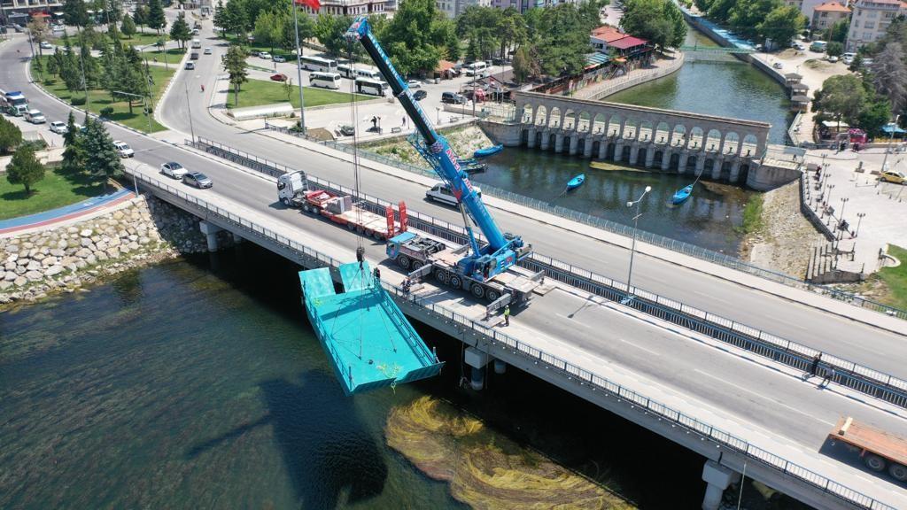 Beyşehir Gölünde kullanılmak üzere alınan Katamaran'ın  (Yük Taşıma Salı) 12.07.2021 tarihinde göle indirildi
