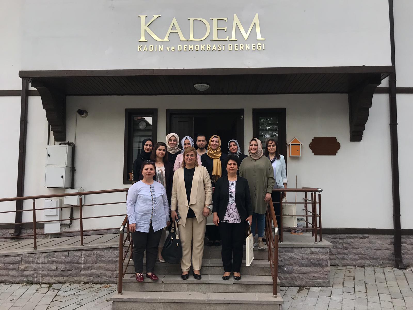 Sayın Valimizin eşi Dr. Funda TOPRAK Hanımefendi ve İl Müdürümüz Sayın Hülya ŞEVİK Konya Kadın ve Demokrasi Derneğini (KADEM) ziyaret etti.