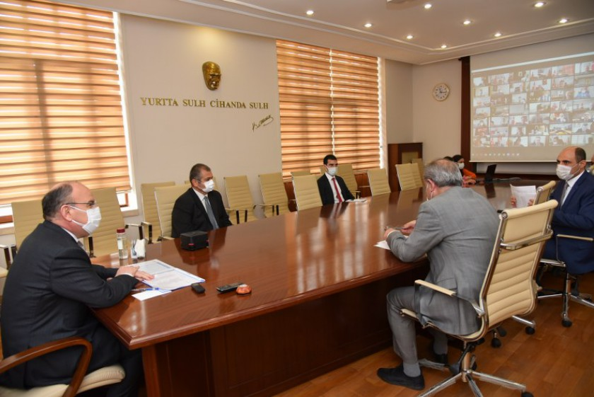 Sayın Valimiz Yaşar Karadeniz Başkanlığında Kaçak Yapıların Önlenmesine İlişkin Toplantı Yapıldı.