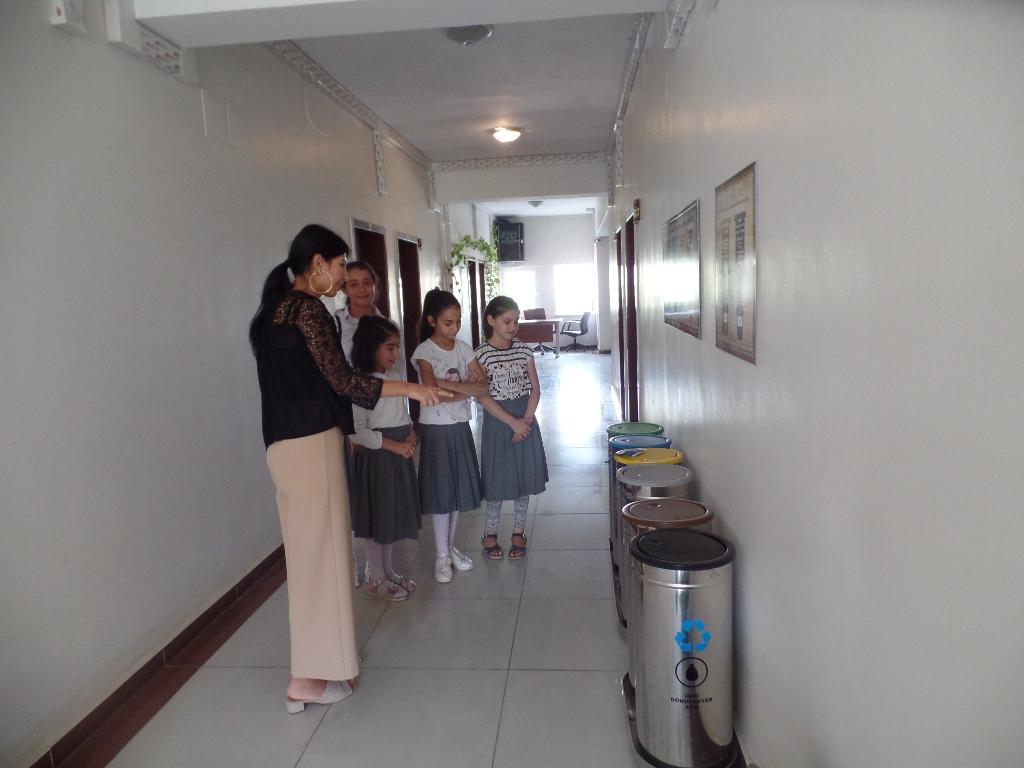 İlköğretim Öğrencilerine Çevre Bilinci ve Atıkların Geri Dönüşümü konusunda bilgilendirme eğitimi verildi.