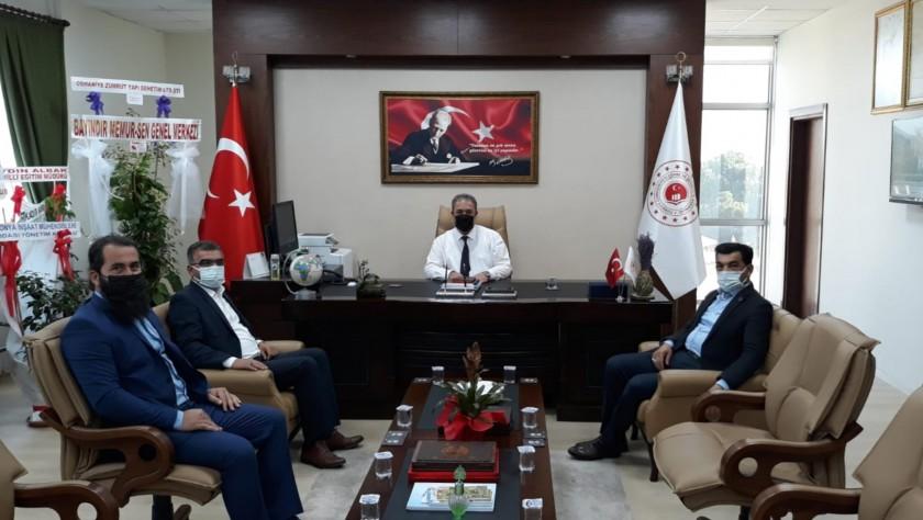 Cevdetiye Belediye Başkanı Mehmet ÖZER, CevdetiyeAK Parti BeldeBaşkanı İsmail KELEŞ ve Türker BOLATİl Müdürümüz İrfan Remzi YILMAZ'ı ziyaret etti.