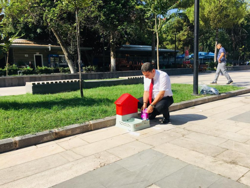 İl Müdürlüğümüz Sokak Hayvanları için beslenme kabı yerleştirdi.