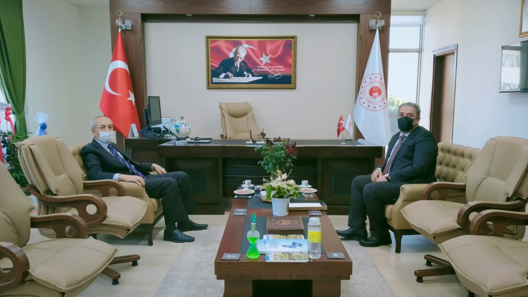 Osmaniye Vali Yardımcısı Adem YILMAZ Bey İl Müdürümüz İrfan Remzi YILMAZ'ı ziyaret etti.