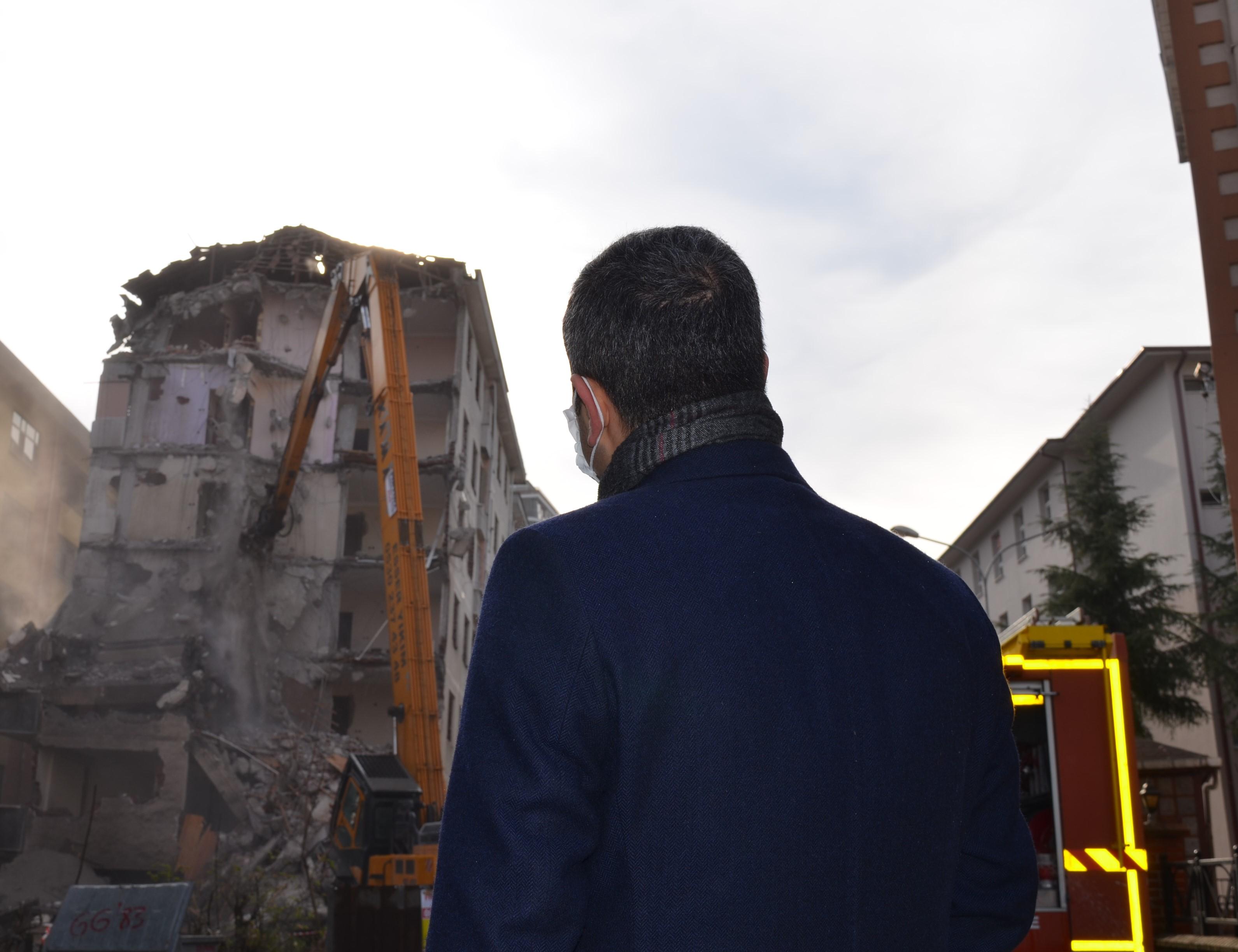 Rize'nin Pisa Kuleleri Yıkılmaya Başlandı