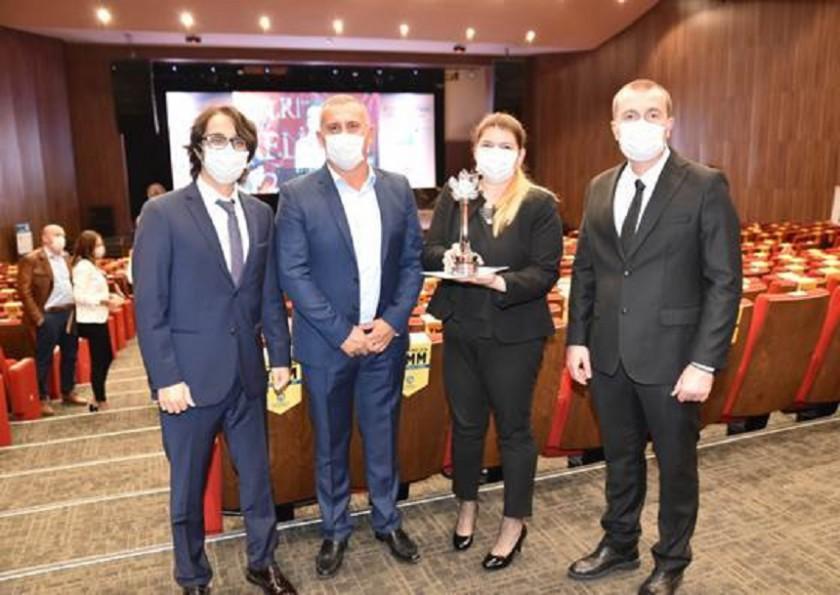 """Toyota Otomotiv Sanayi Türkiye, """"Büyük Ölçekli İşletme Kategorisi Otomotiv Sektörü Çevre Ödülü"""" ne layık görüldü."""