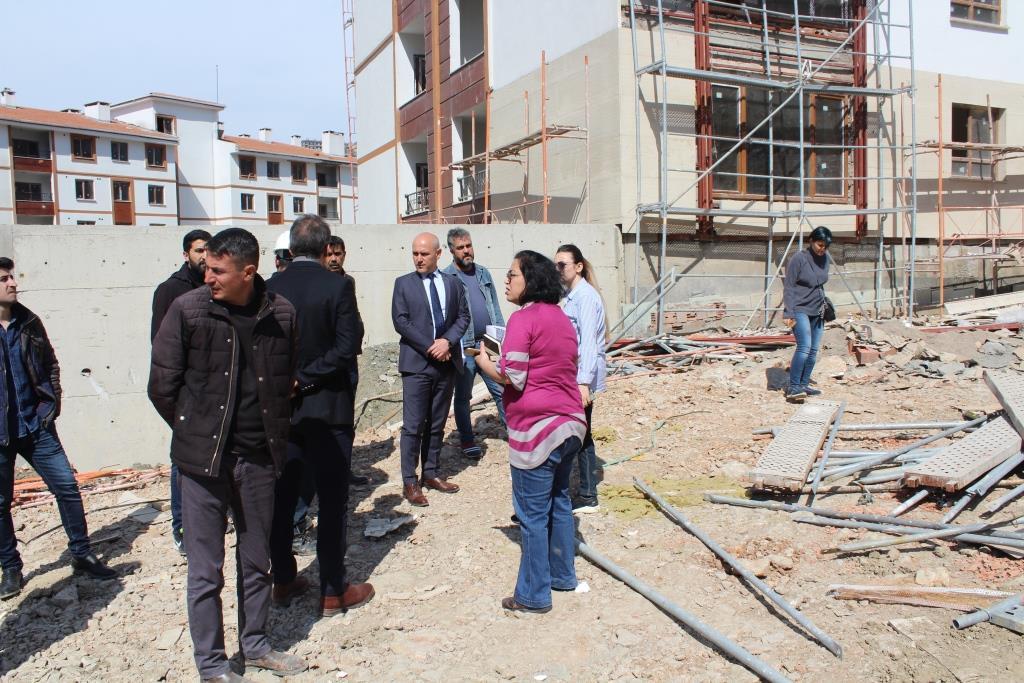 Çevre ve Şehircilik İl Müdürü Zafer SÖKMEN Şırnak Merkez Toki Binalarında incelemelerde  bulundu.