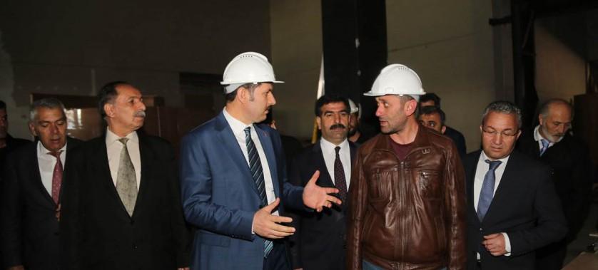Vali Salih Ayhan, yapımı devam eden Sivas Kültür Merkezi'nde incelemelerde bulundu.