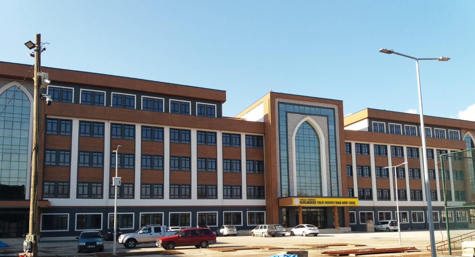 Tokat Çevre ve Şehircilik İl Müdürlüğümüzce projeleri hazırlanarak, kontollüğünü yaptığımız Uluslararası Anadolu İmam Hatip Lisesi Kompleksi İnşaatı tamamlanıyor.