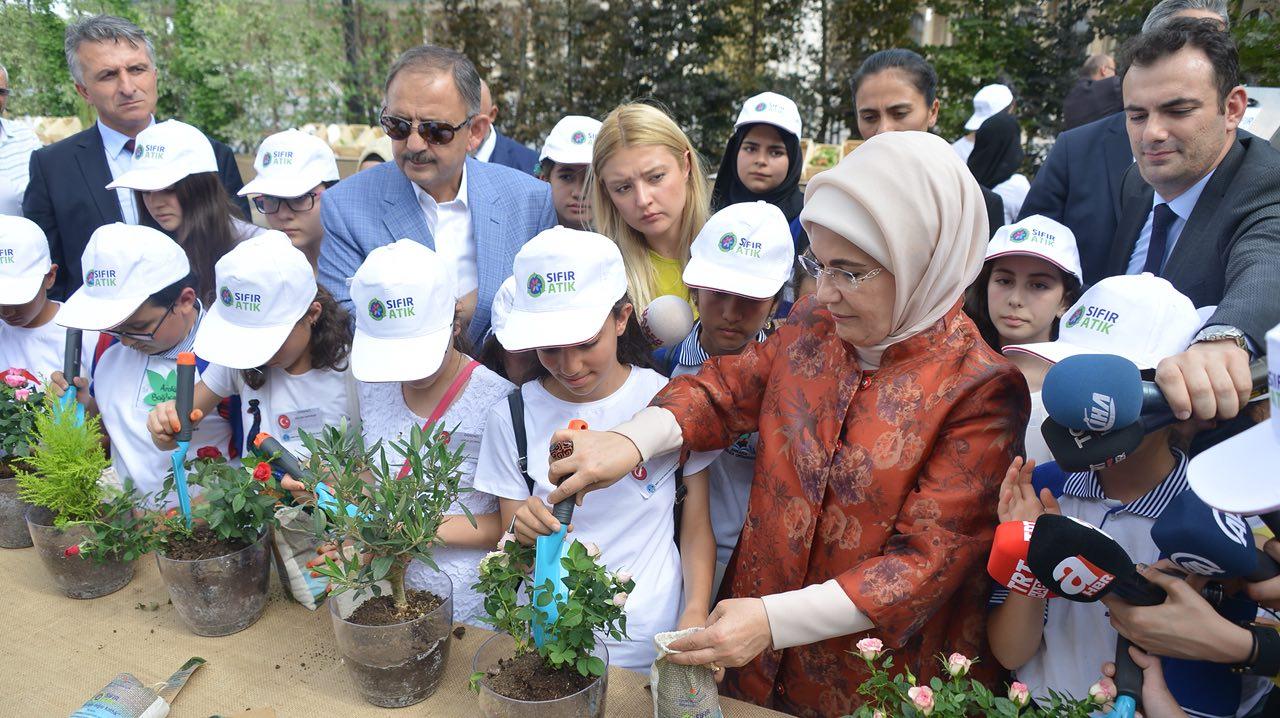 Bakan Özhaseki Dünya Çevre Günü'nde Çocuklarla Geri Dönüşümü Konuştu