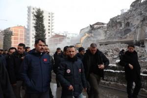 ELAZIĞ'DA DEPREMİN ARDINDAN AĞIR HASAR ALAN BİN 159 YAPI YIKILDI