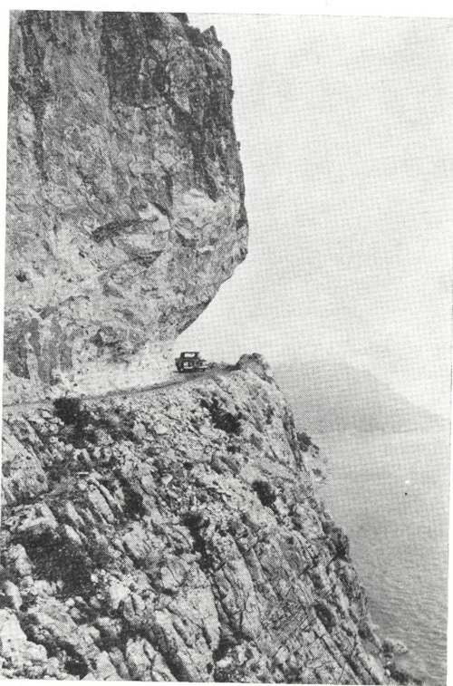 Turistik Antalya-Kemer yolunda Akyar Yarımadası yapım çalışmaları 1972