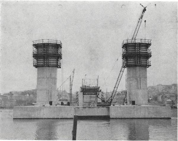 Haliç köprüsünün kazıklar üzerine ve kayar kalıpla inşa edilen betonarme ayakları