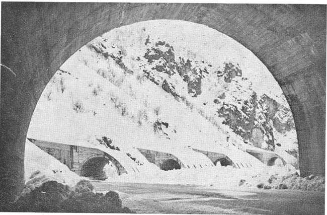 Tunceli Pülümür yolu üzerinde çığ tünelleri