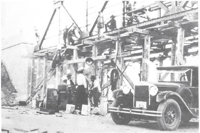 Cumhuriyetin ilk yıllarında yollar üzerinde yeni yeni görünmeye başalayan otomobillere bir örnek