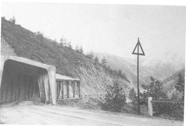 Erzurum-Trabzon transit yolunda Kop Dağı kar tüneli 1952