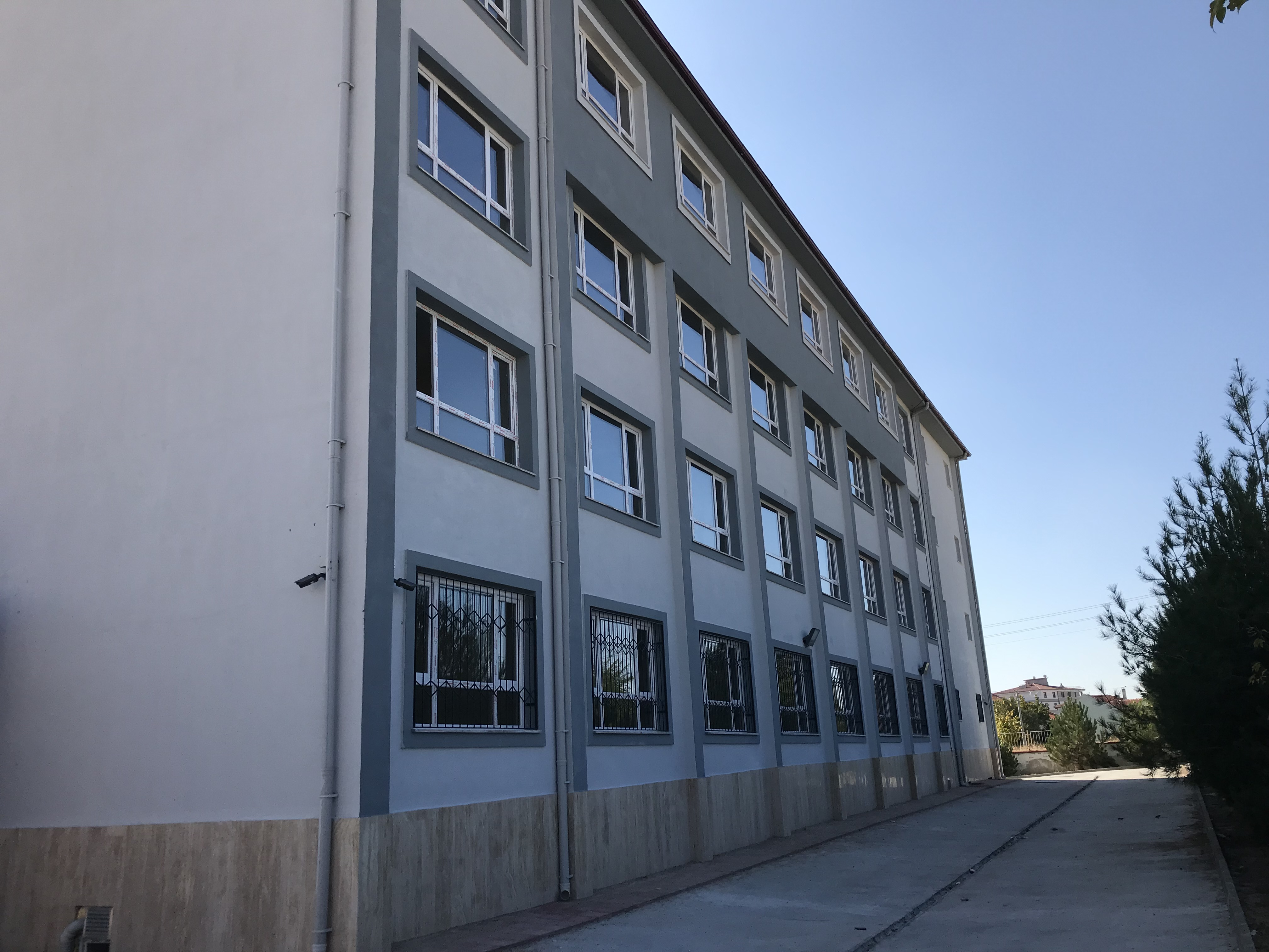 Uşak Merkez Cumhuriyet Mahallesi 16 Derslikli İlkokul Binası Yapım İşi