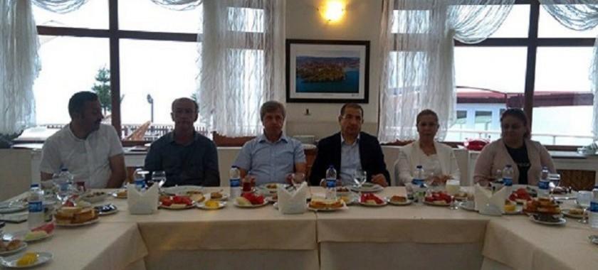 İl Müdürümüz Pelin Ayşe YAĞIZ'a çalışmalarından dolayı Sayın Valimiz Ahmet ÇINAR tarafından